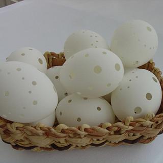 Velikonoční Vajíčka Z Papíru. Vytvořte Si Věnec, řetěz A Ozdobte Větve Ve Váze, Vajíčka